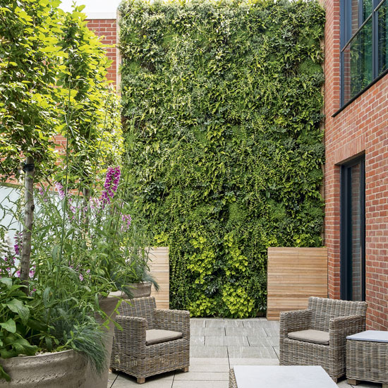 Come orientarsi nella scelta del tavolo e delle sedie da giardino